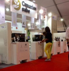 Stand donde Bodegas CHP expuso los productos de Viña Riquelas, Calius y Balcón Canario en FENAVIN 2017