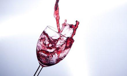 ¿Cuándo se debe decantar el vino?